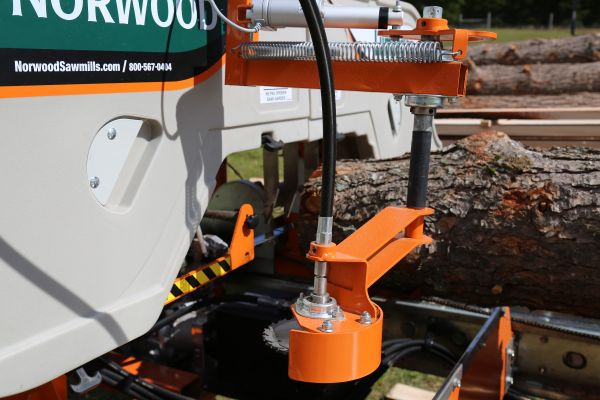 Norwood Sawmills Hydraulic Debarker pre-cutter